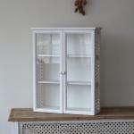 Závesná skrinka drevená do kuchyne
